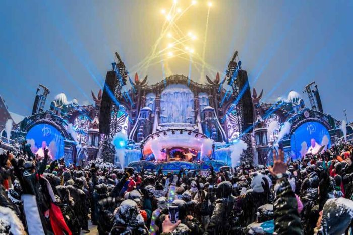 tomorrowland-winter-stage-fireworks